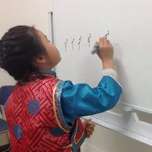 モンゴル語母語教室に奨励金を支給